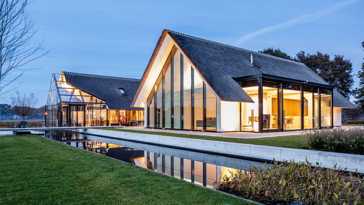 Дом с соломенной крышей в Нидерландах