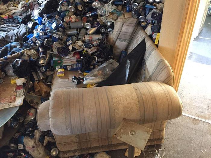 Арендатор превратил квартиру в помойку