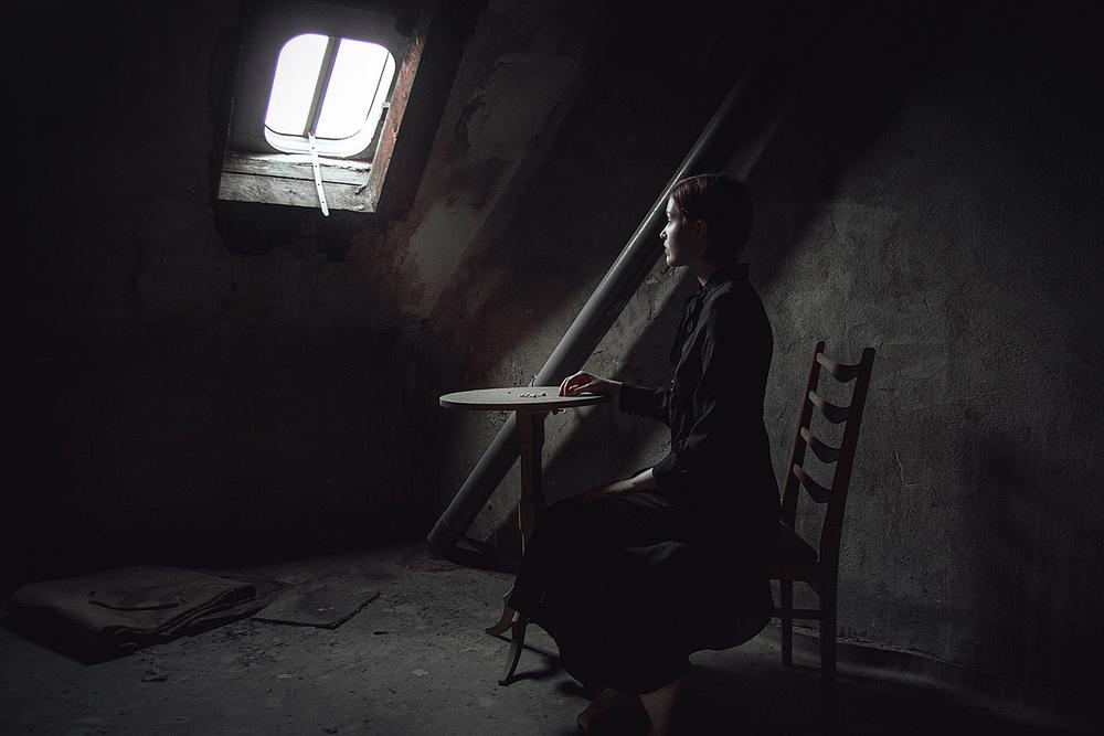 Мрачные и пугающие образы на снимках Elena Helfrecht