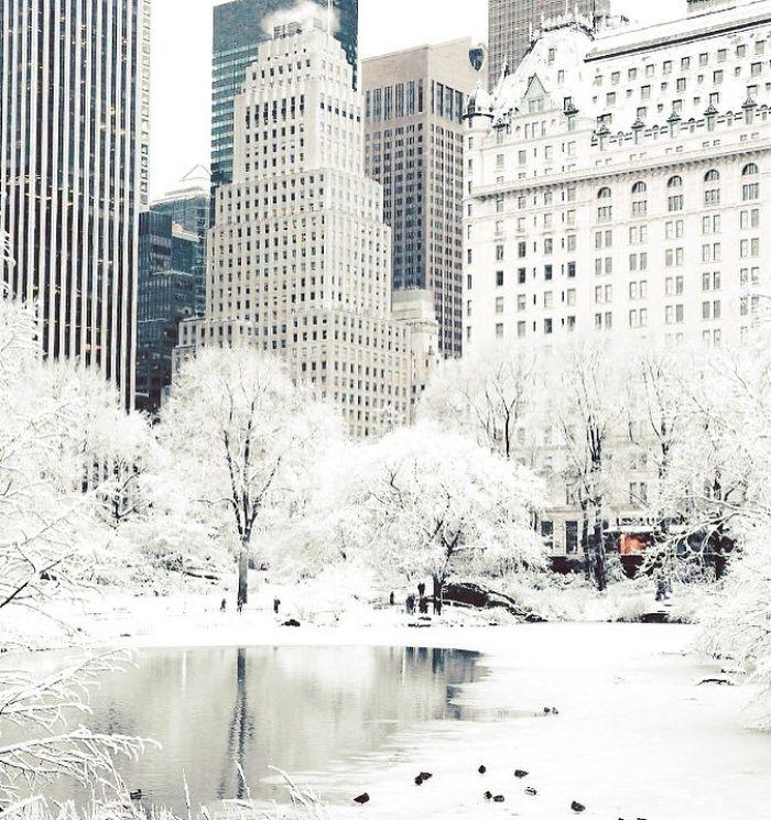 Нетипично холодная погода в Канаде и США