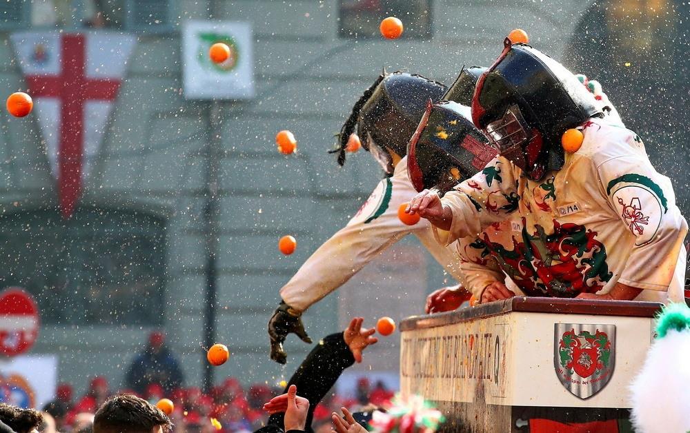 Апельсиновое сражение в итальянском городке