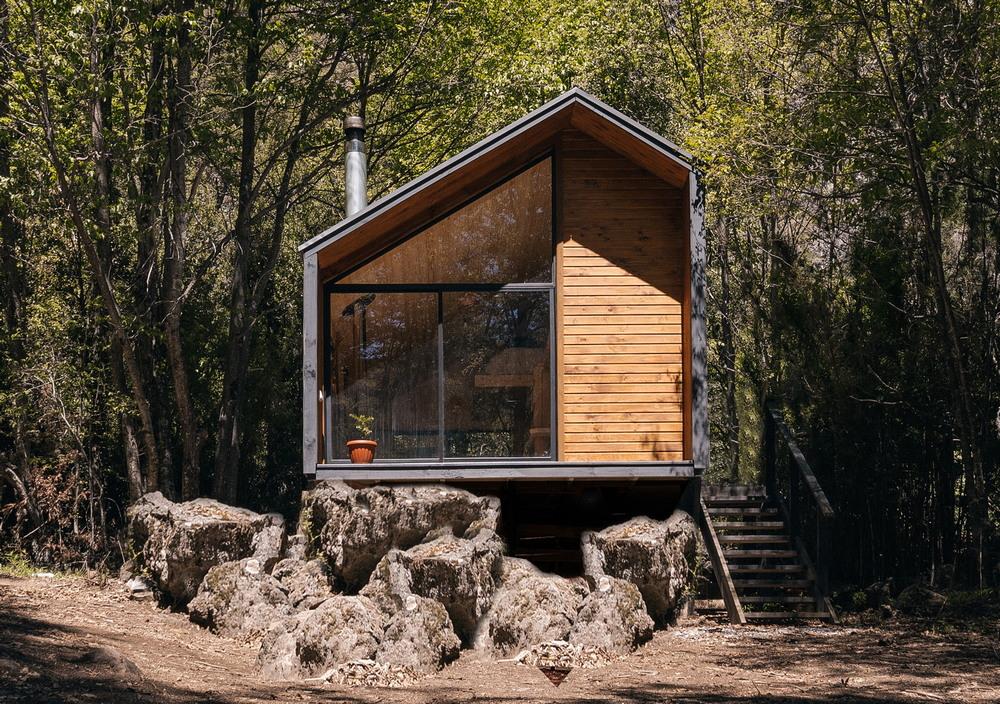 Миниатюрный домик в чилийском лесу