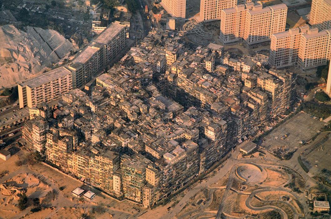 Монолитный 16-этажный квартал, где проживало более 50 000 китайцев