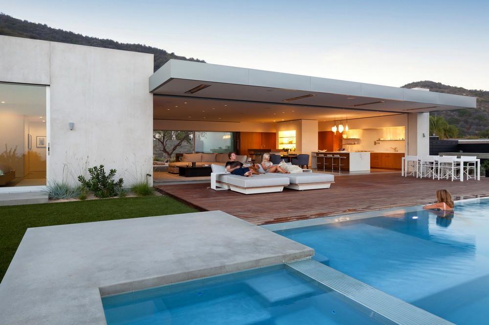 Дом на склоне холма с видом на океан в Лос-Анджелесе