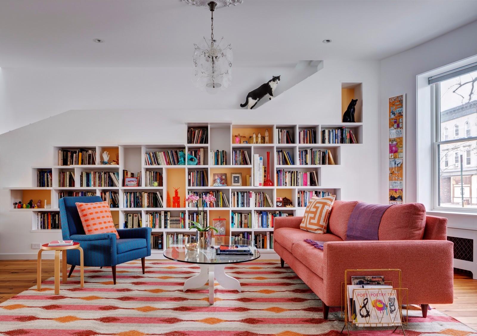 Дом для книг и кошек