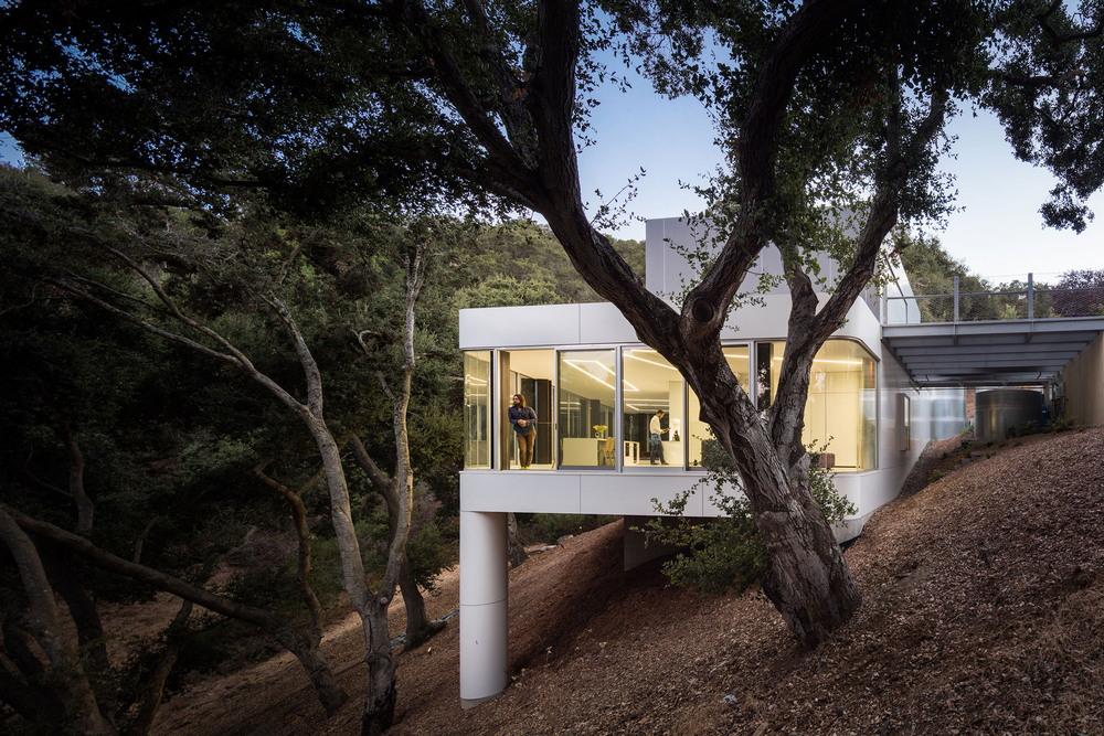 Дом среди дубов в Калифорнии