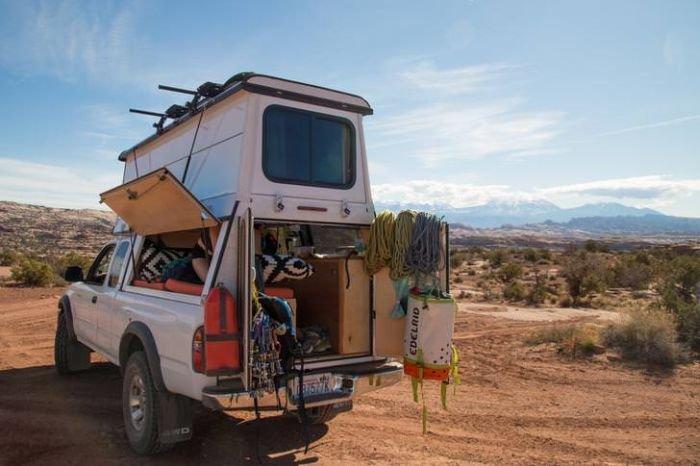 Пара превратила пикап Toyota Tacoma в машину для путешествий