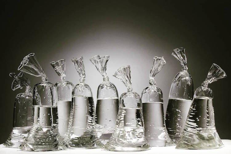 Стеклянные кульки с водой от Дилана Мартинеса