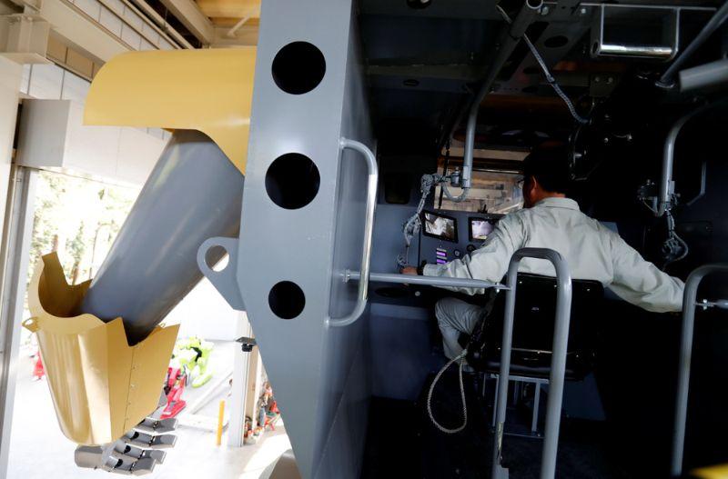 Японский инженер собрал 9-метрового двуногого робота с пушкой