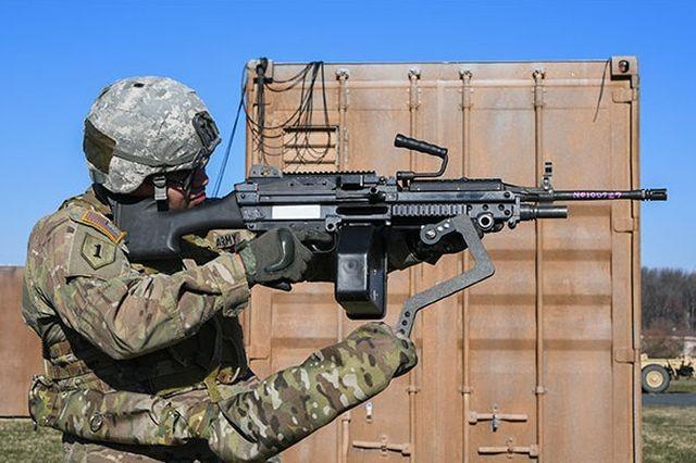 Американские солдаты тестируют «третью руку»