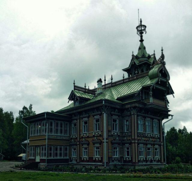 Деревянный терем 19 века в Костромской области