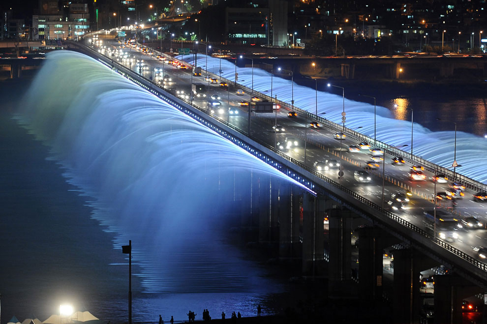 Самый длинный в мире фонтан Лунная радуга