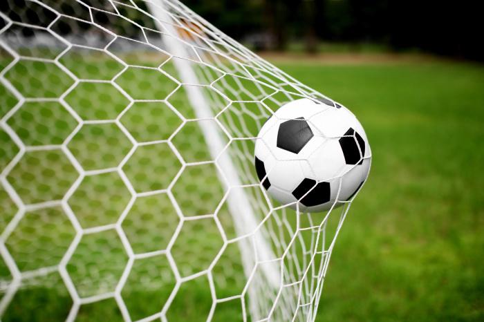 Игра в футбол разных народов в разные эпохи