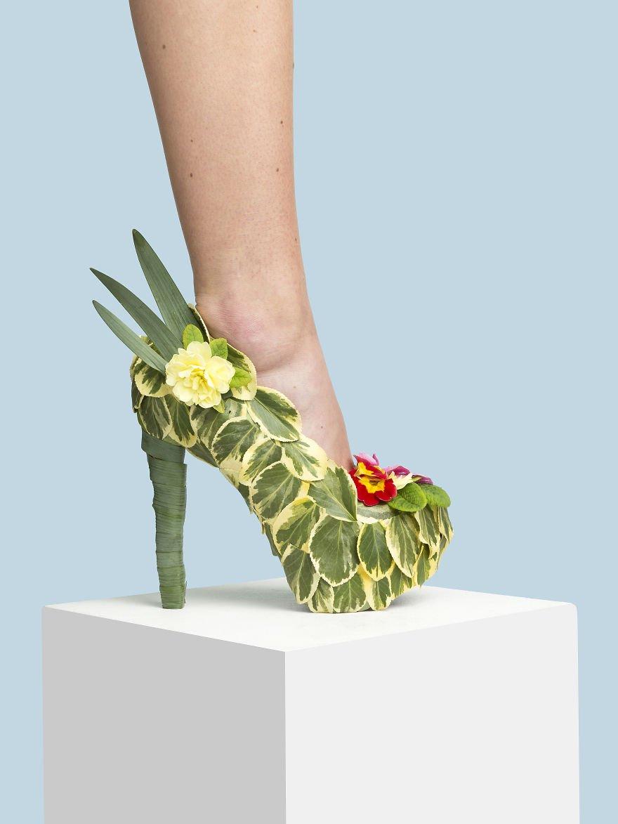 Необычная обувь из различных предметов