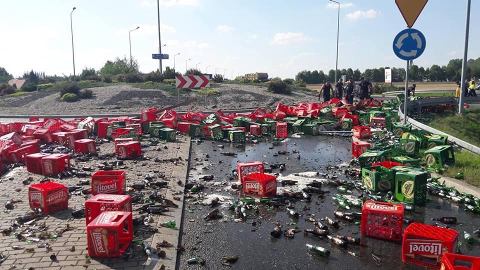 В Польше сотни бутылок пива оказались на дороге