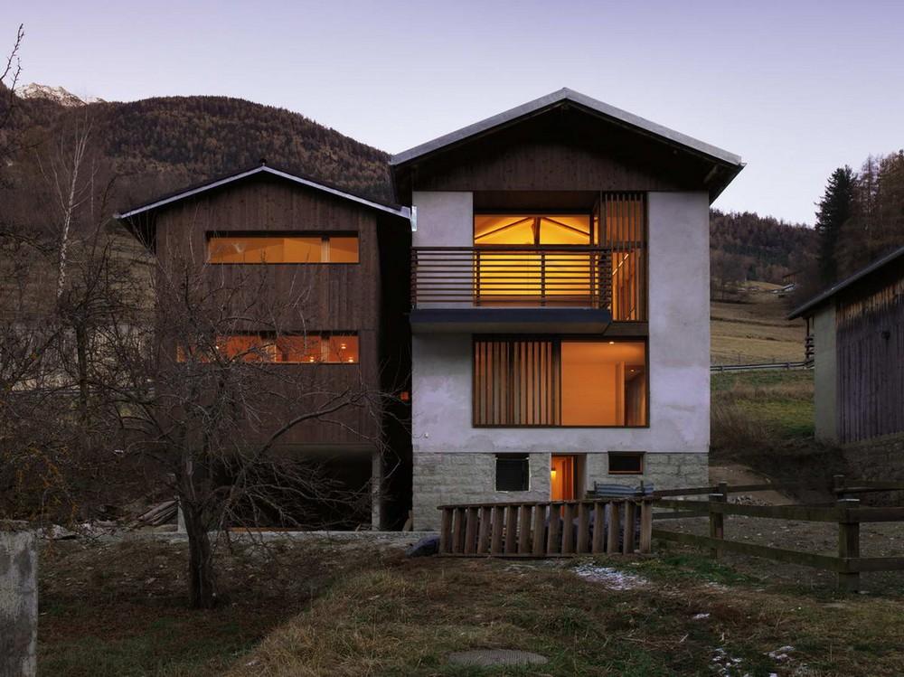 Двойной дом из старого сарая в Швейцарии