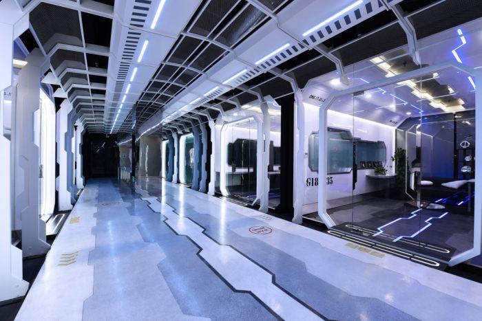 Футуристический тренировочный центр киберспортсменов