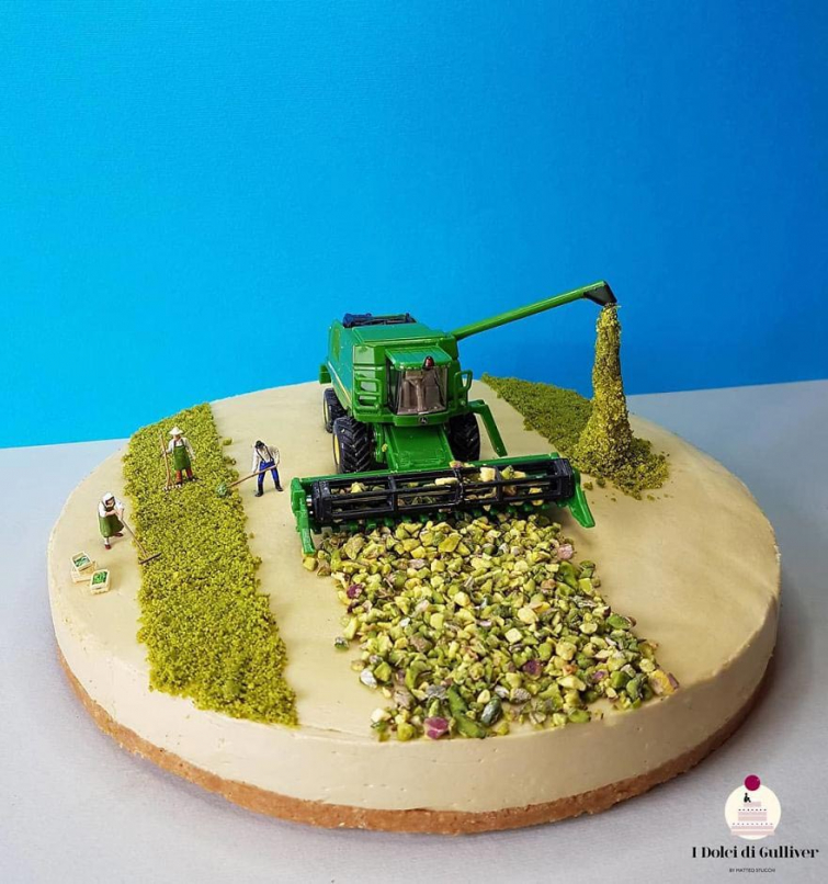 Кондитер создает сценки в своих десертах