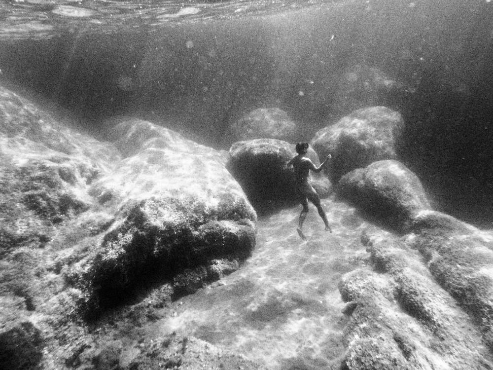 Молодые девушки в фотопроекте Кейт Беллм «Подводный мир»
