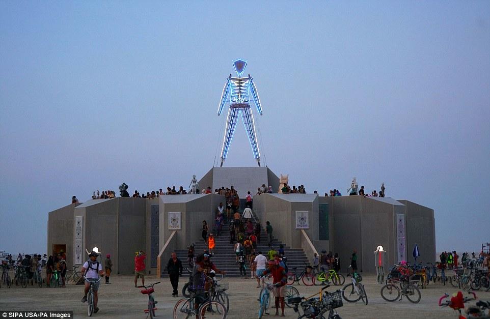 Знаменитый фестиваль «Горящий человек» стартовал в Неваде