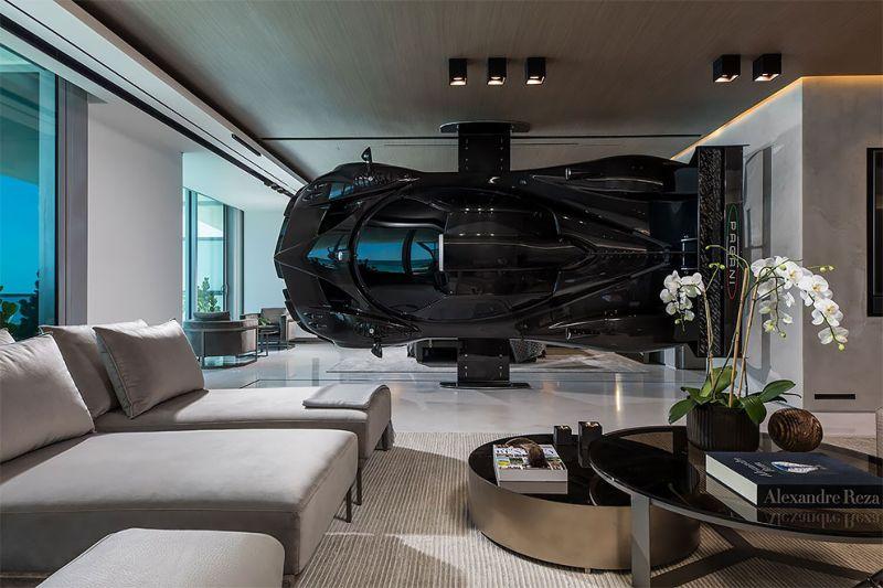Квартира гонщика, где вместо стены — суперкар Pagani Zonda