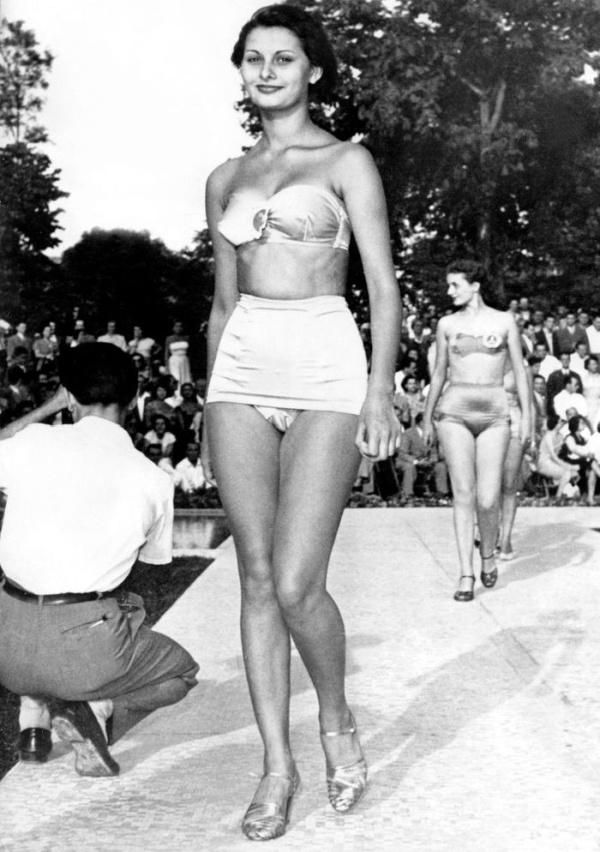 15-летняя Софи Лорен на конкурсе красоты «Мисс Италия 1950»