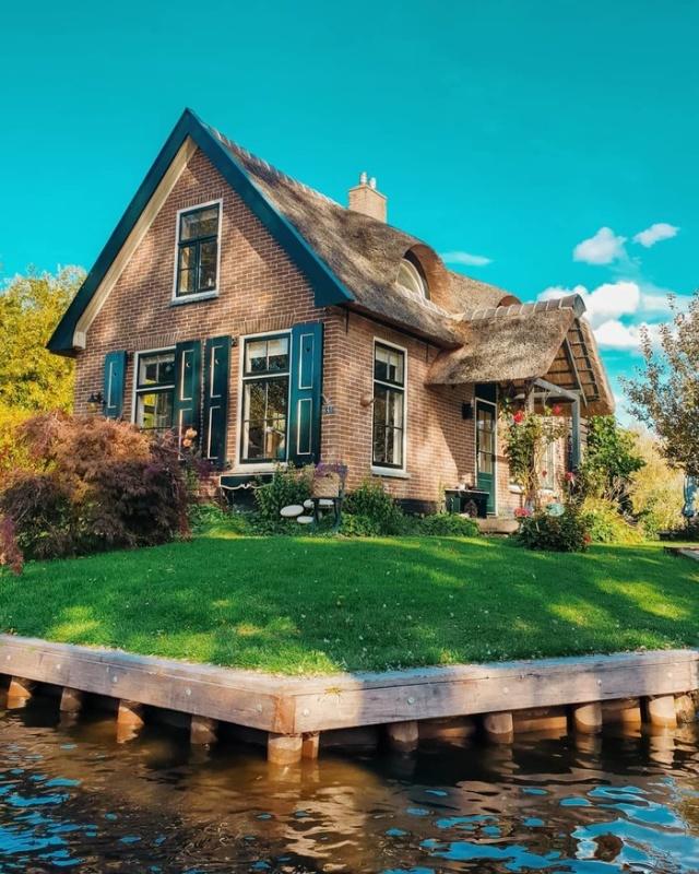 Гитхорн — деревня в Нидерландах, в которой нет дорог