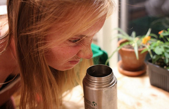 Как вымыть термос, если появился затхлый запах