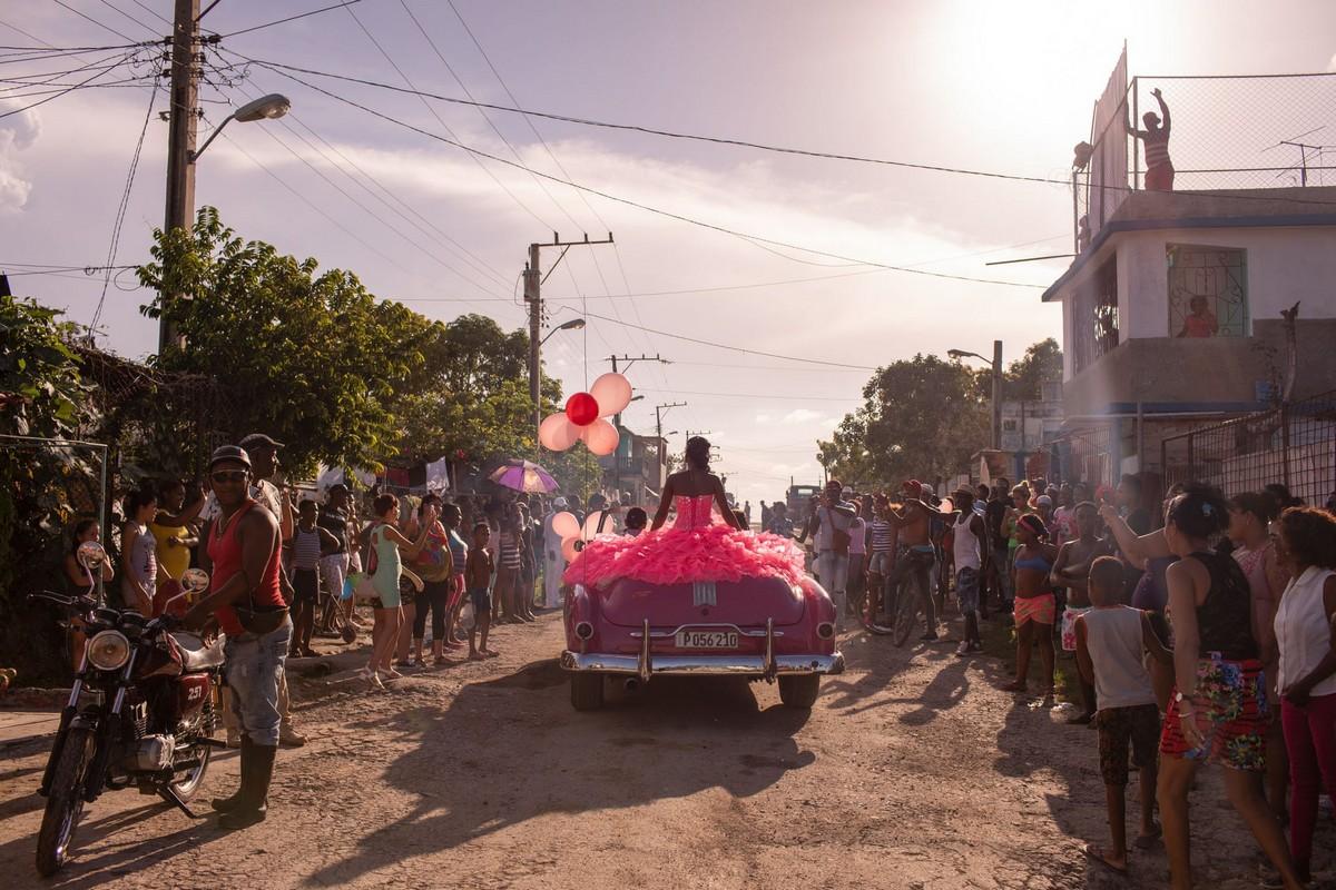 Куинсеаньера — торжества в честь 15-летия на Кубе