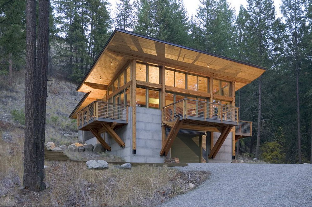 Лесная дача с видом на ручей и горы в США