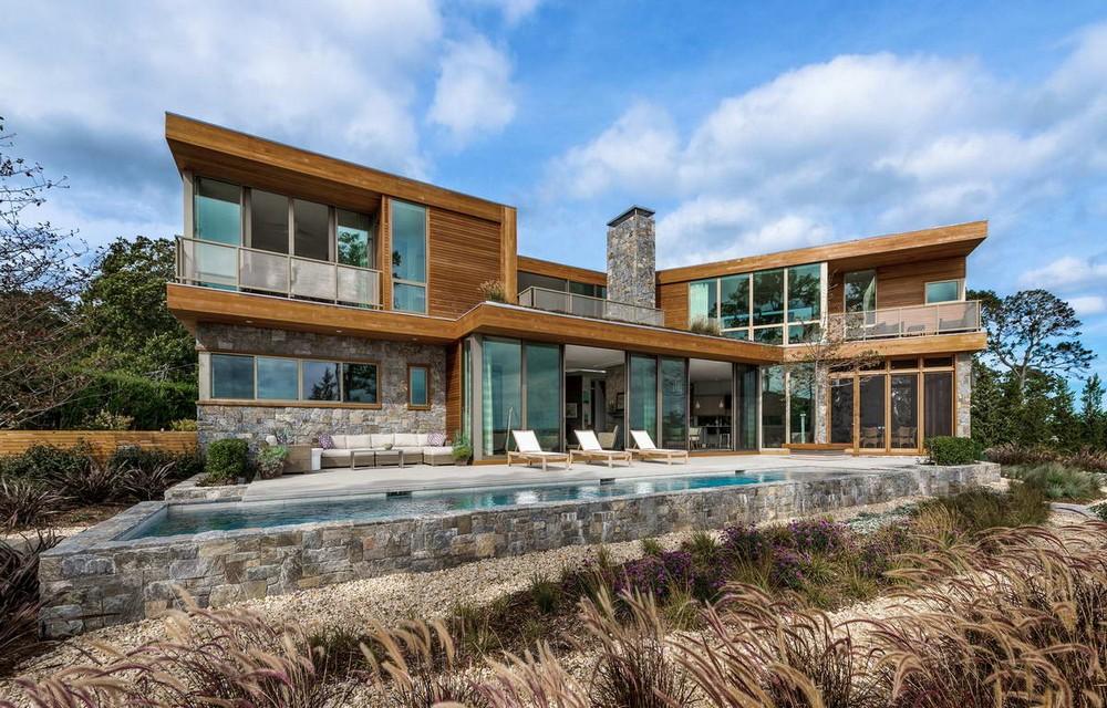 Модернистский дом с видом на залив в США