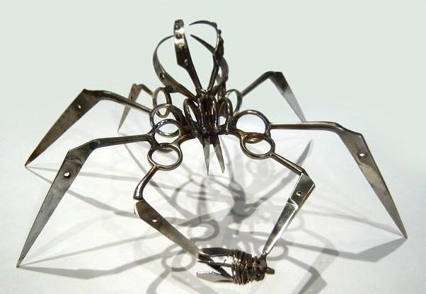 Пауки из ножниц от американского скульптора
