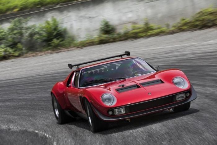 Специалисты Lamborghini отреставрировали спорткар Miura SVR