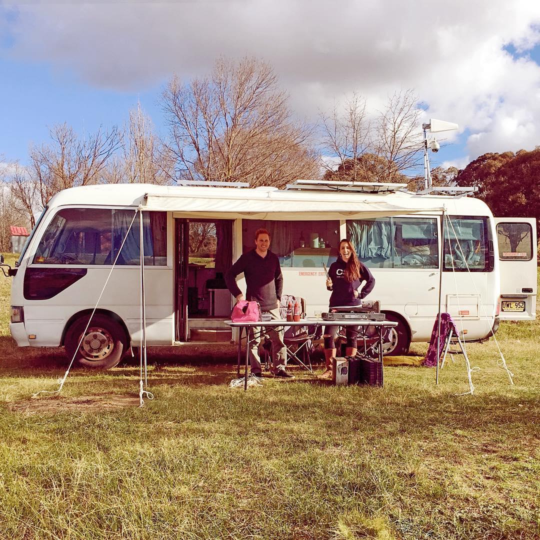 Австралийская пара переехала в дом на колесах