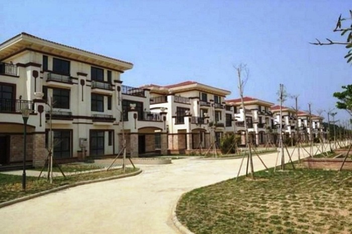 Благоустроенная китайская деревня пустует из-за жадности людей