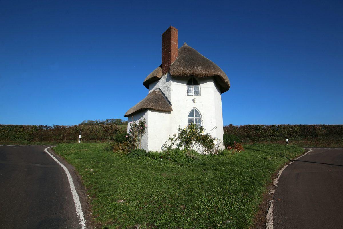 Дом-гриб продается в Великобритании