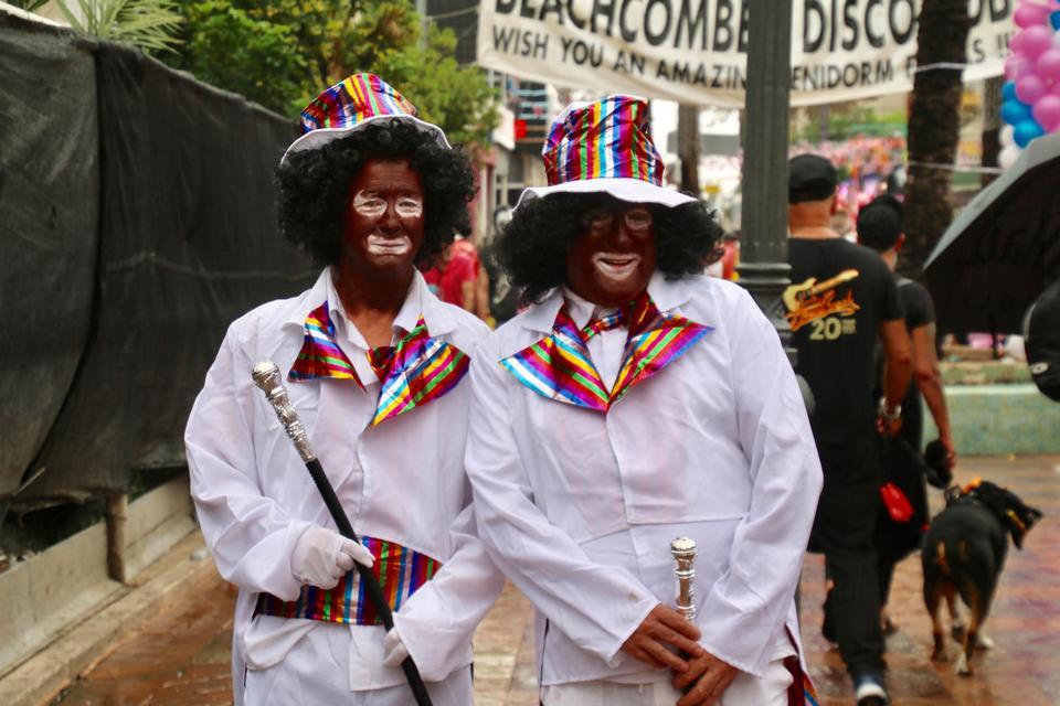 Ежегодный костюмированный парад «плохой вкус» в Испании