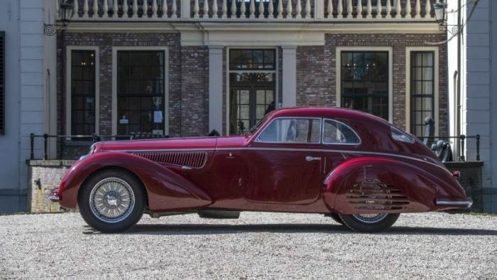 Редкий олдтаймер Alfa Romeo 8C 2900B Touring Berlinetta
