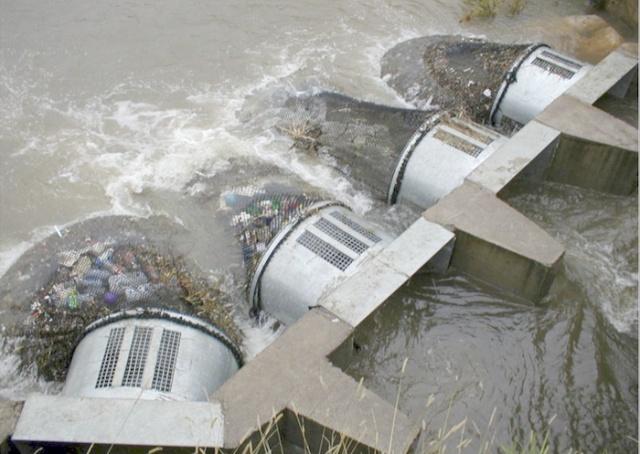 Специальные сети защищают водоемы от мусора в Австралии