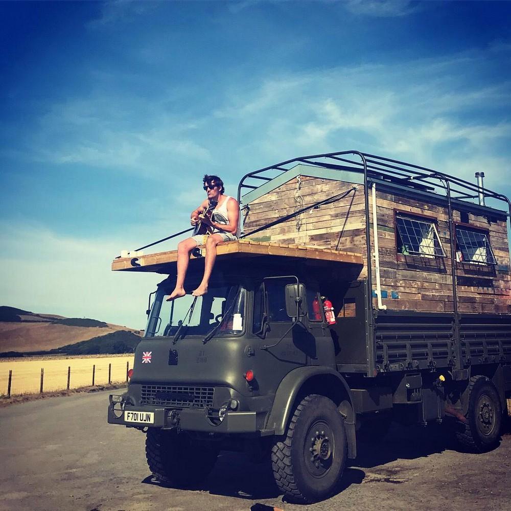 Британец превратил старый армейский грузовик в дом мечты