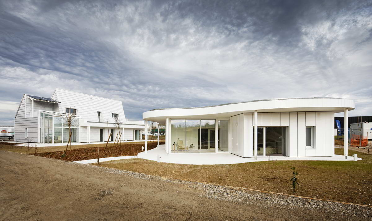 Два связанных дома во Франции