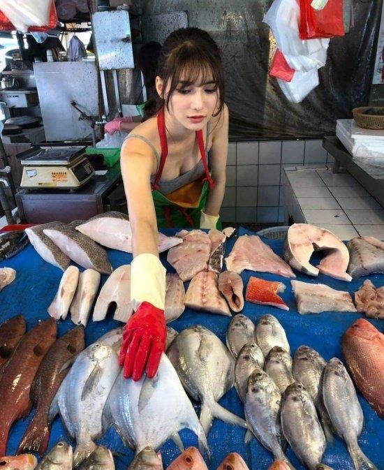 Лю Пэнпэн — самая красивая в мире продавщица рыбы
