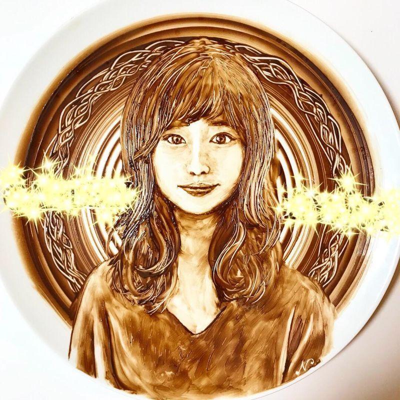 Японская художница талантливо рисует растопленным шоколадом