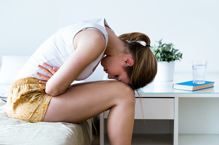 Почему болит живот и что это может значить