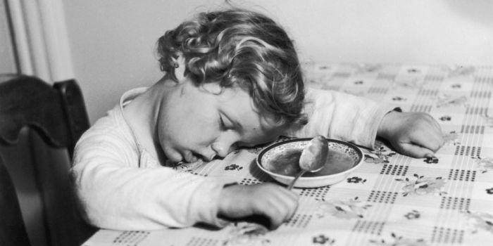 Почему после плотного обеда хочется спать