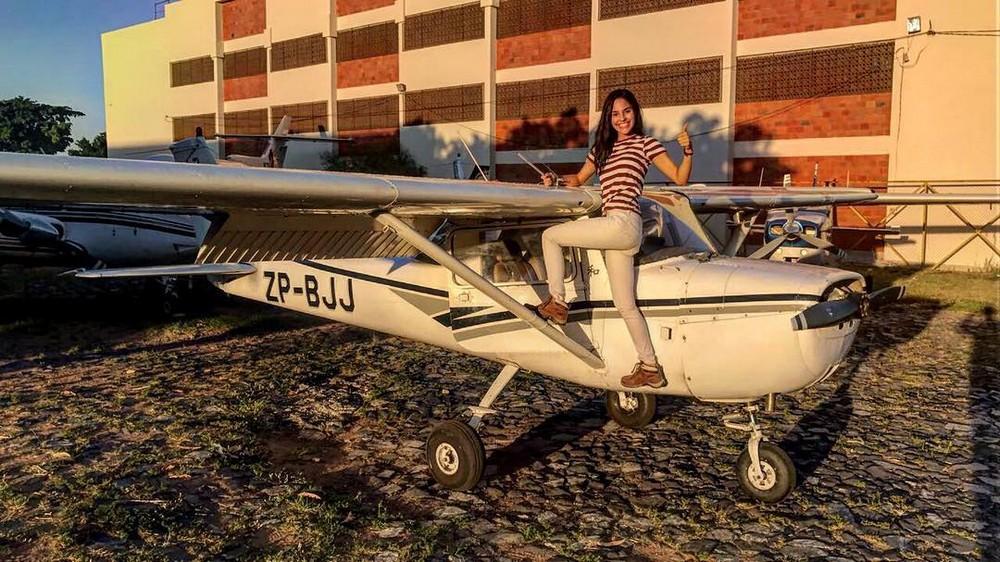Симпатичная летчица из Парагвая
