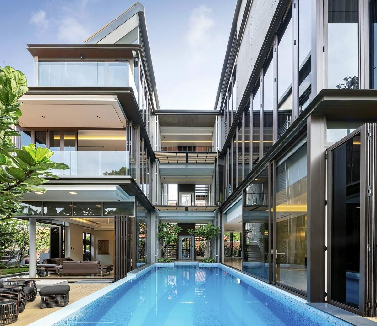 Трехэтажный дом для большой семьи в Сингапуре