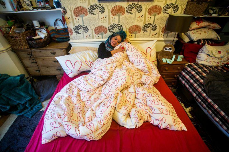 Художница планирует пышную свадьбу, чтобы выйти замуж за одеяло