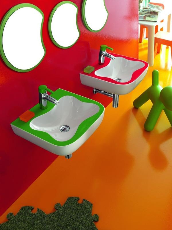Яркая ванная комната для детей