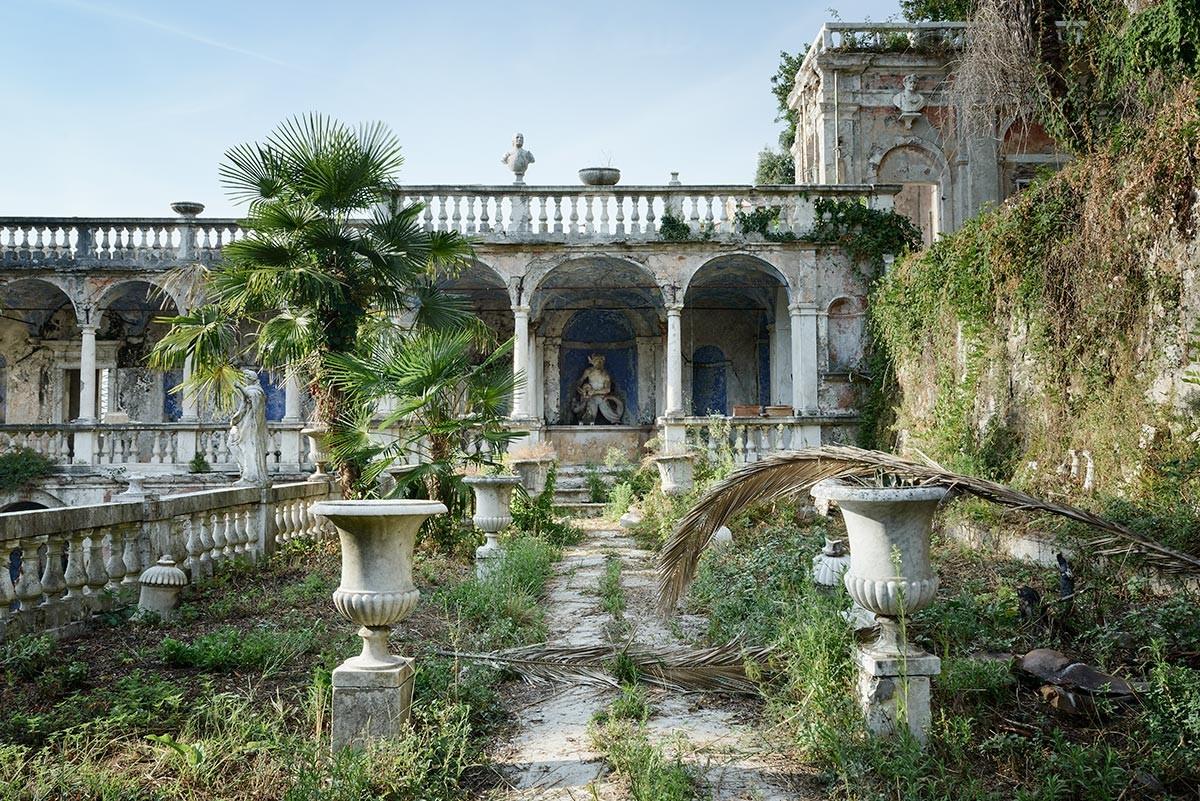 Забытые места со всего мира на снимках Николы Бертеллотти